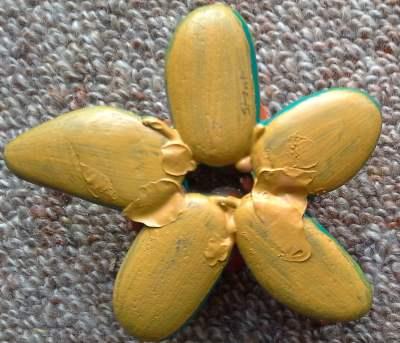 pebble-flower-back